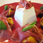 Grilled Peaches with Prosciutto and Goat Cheese