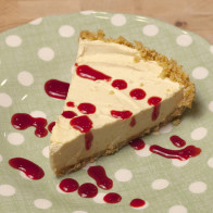 Momofuku Milk Bar's Sweet Corn Cereal Milk Ice Cream Pie with Raspberry Sauce | spachethespatula.com #recipe