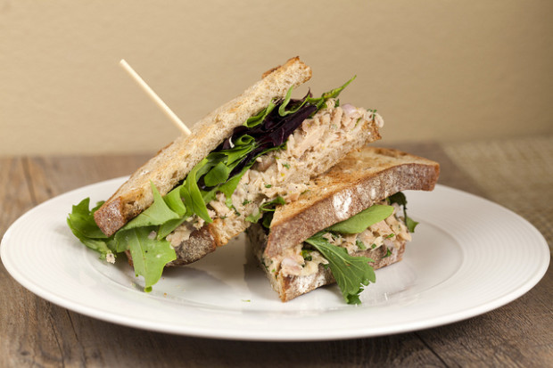 Tuscan Tuna and White Bean Sandwiches | spachethespatula.com #recipe