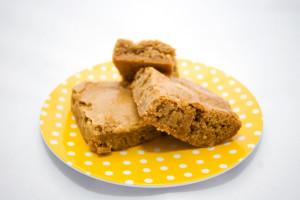 Brown Butter Toffee Blondies   spachethespatula.com