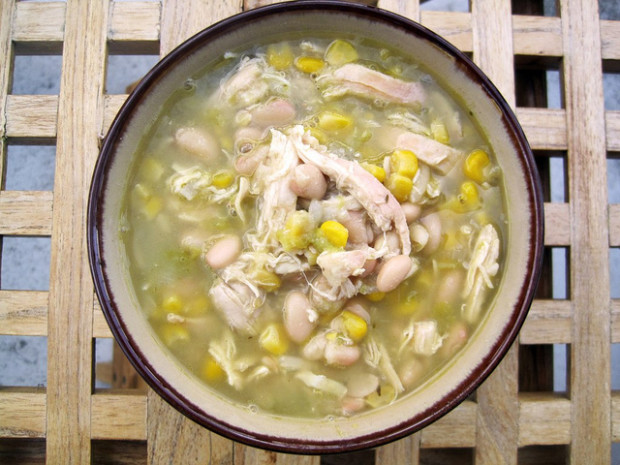 Easy Peasy White Chicken Chili | spachethespatula.com #recipe