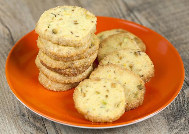 Pistachio-Orange Shortbread Cookies | spachethespatula.com