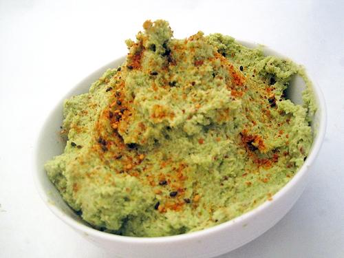 Edamame Hummus | spachethespatula.com #recipe