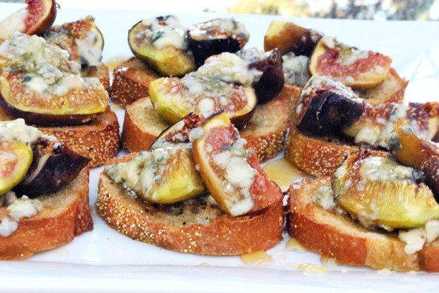 Roasted Fig Crostinis with Honey and Blue Cheese