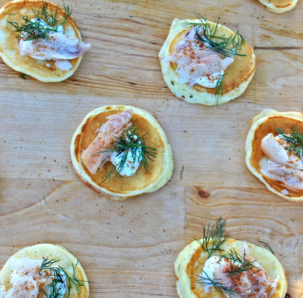 Smoked Whitefish Blinis | spachethespatula.com #recipe
