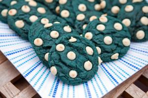 Blue Velvet White Chocolate Chip Cookies   spachethespatula.com #recipe