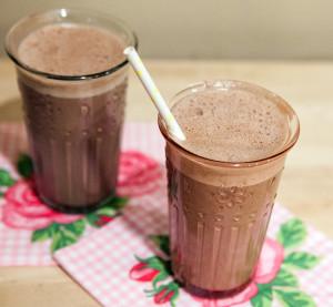 The BEST Chocolate Almond Milk   spachethespatula.com #recipe #vegan
