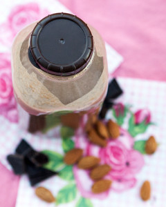 The BEST Chocolate Almond Milk | spachethespatula.com #recipe #vegan