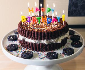 Giant Oreo Cake | spachethespatula.com #recipe