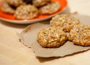 Orange-Tahini Pine Nut Cookies | spachethespatula.com #recipe (with #vegan and #gluten-free options!)