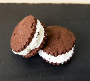 Oreo Ice Cream Sandwiches | spachethespatula.com #recipe