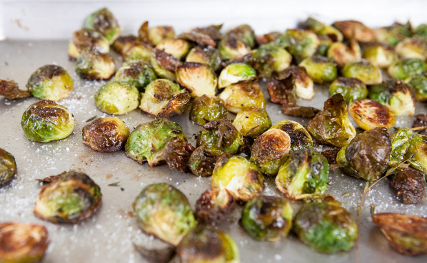 Simply Roasted Brussels Sprouts | spachethespatula.com #recipe
