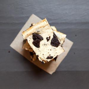 Cookies N' Cream Cheesecake Bars | spachethespatula.com #recipe
