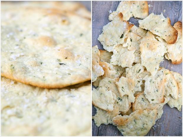 Rosemary & Sea Salt Flatbread Crackers | spachethespatula.com #recipe