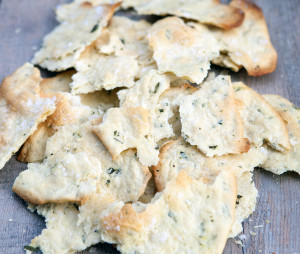 Rosemary & Sea Salt Flatbread Crackers | spachethespatula.com #recipe