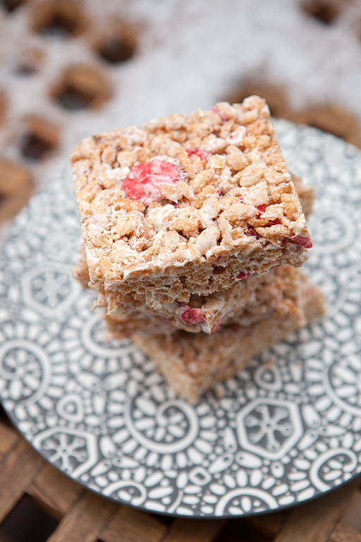 Strawberries & Cream Rice Crispies | spachethespatula.com #recipe