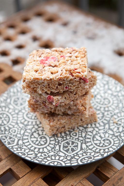 Strawberries & Cream Rice Crispies | spachethespatula.com #recipe