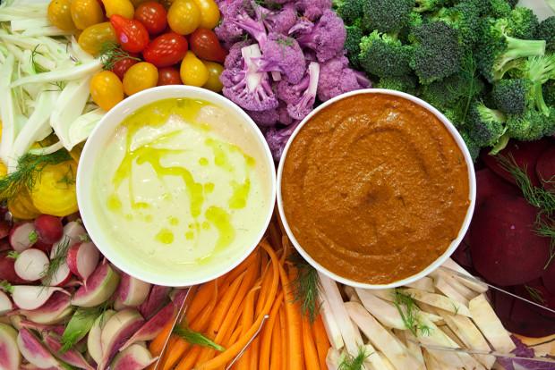 How To: Make the Best Veggie Tray Ever (with Garlicky Dip & Romesco) | spachethespatula.com