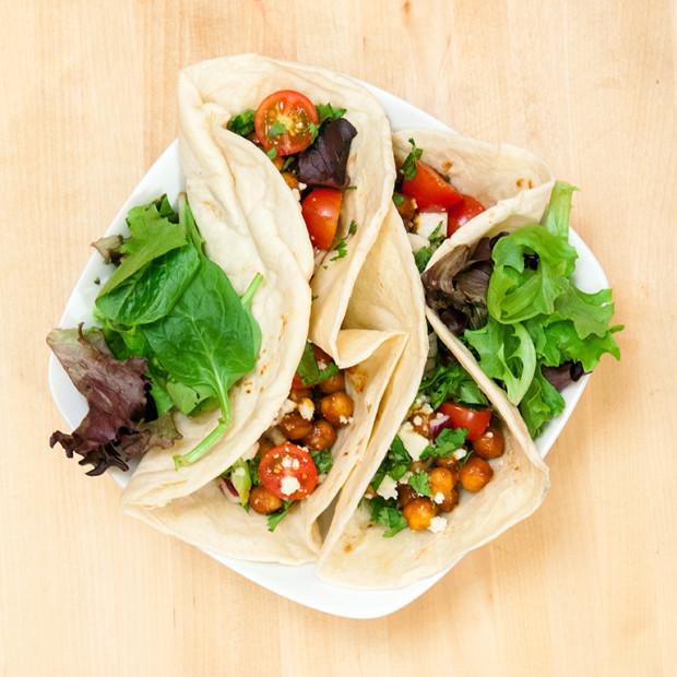 BBQ Chickpea Tacos | spachethespatula.com #recipe