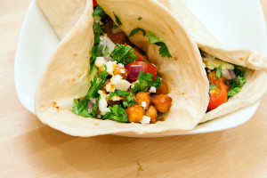 BBQ Chickpea Tacos | spachethespatula.com #recipe