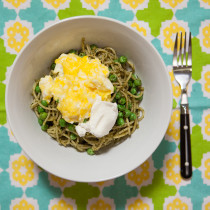 Pesto Pasta with Scrambled Eggs and Ricotta | spachethespatula.com #recipe