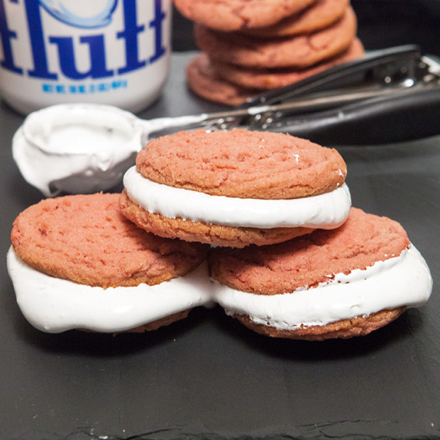Strawberries & Cream Cookie Sandwiches | spachethespatula.com #recipe