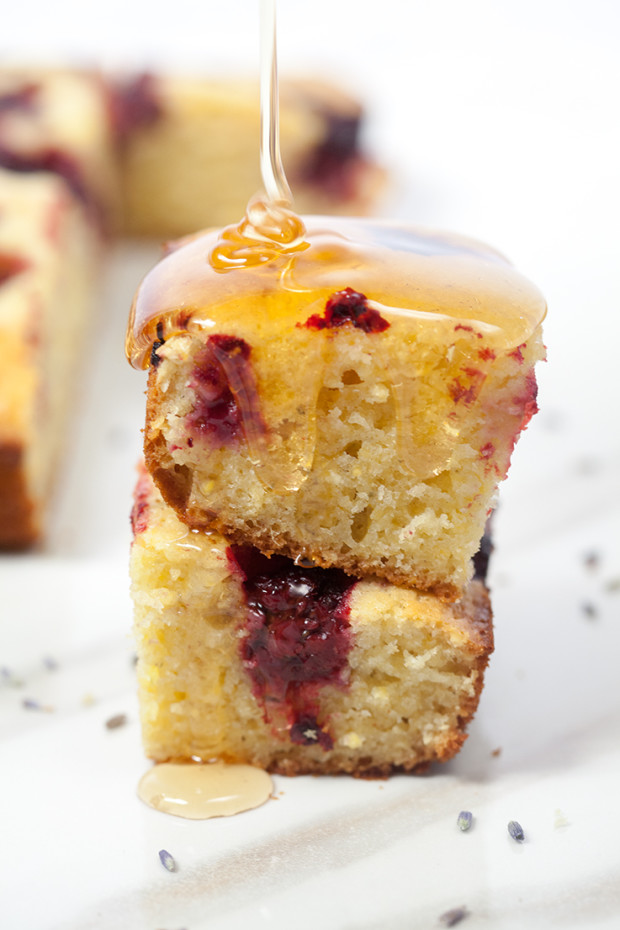 Blackberry-Lavender Cornbread | spachethespatula.com #recipe