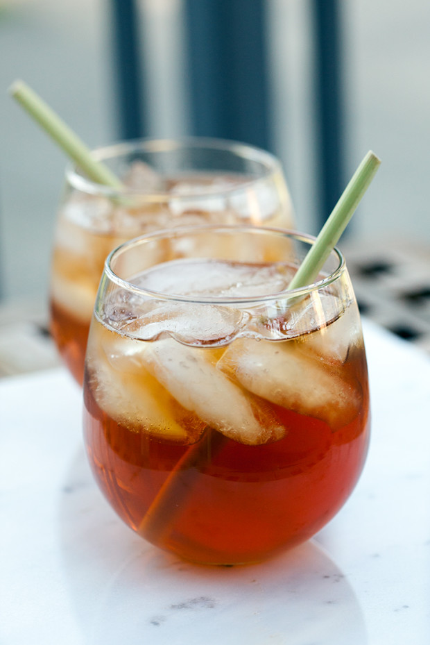 Ginger-Lemongrass Bourbon Iced Tea | spachethespatula.com #recipe