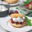 Strawberry Shortcakes | spachethespatula.com #recipe