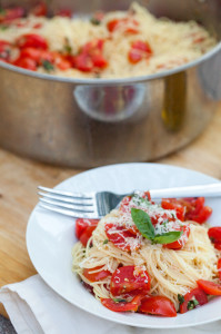 Angel Hair Pasta with Fresh Garlic Tomato Sauce   spachethespatula.com #recipe