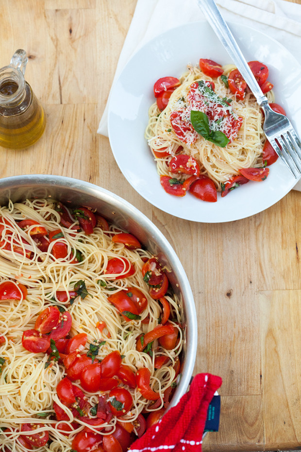 Angel Hair Pasta with Fresh Garlic Tomato Sauce | spachethespatula.com ...