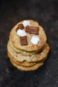 S'mores Cookies | spachethespatula.com #recipe