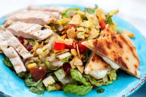 Quesadilla Blast Salad   spachethespatula.com #recipe