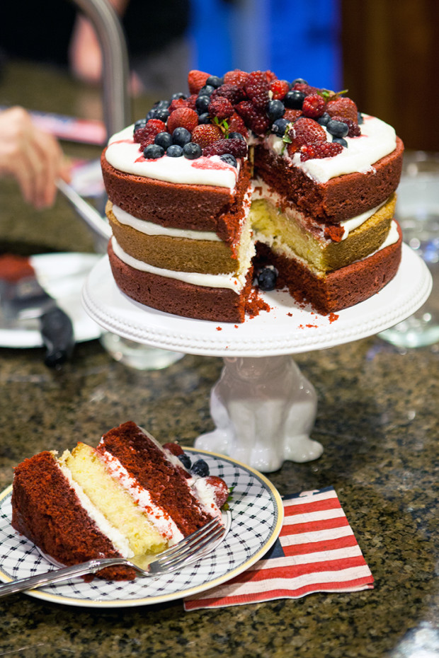 Fourth of July Cake | spachethespatula.com #recipe