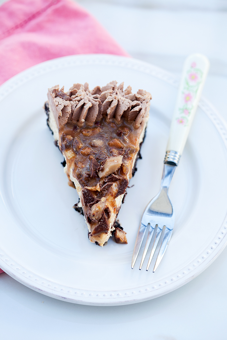 Chocolate Toffee Caramel Cheesecake | spachethespatula.com #recipe