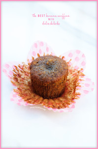 The BEST Banana Muffins with Dulce de Leche | spachethespatula.com #recipe