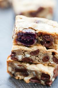 Chocolate Cherry Almond Bars (Two Ways!)   spachethespatula.com #recipe