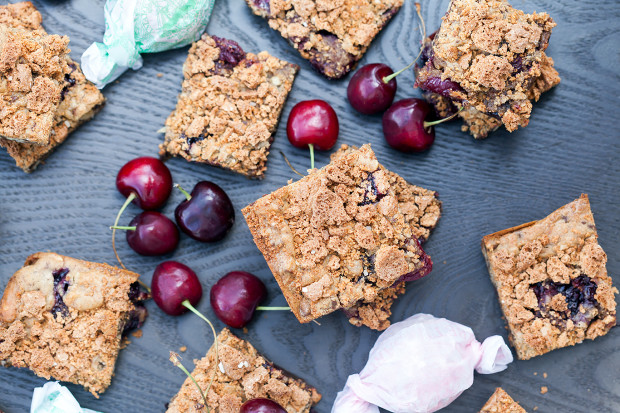 Chocolate Cherry Almond Bars (Two Ways!) | spachethespatula.com #recipe