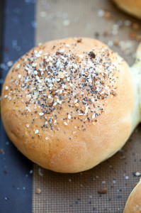 Everything Hamburger Buns | spachethespatula.com #recipe