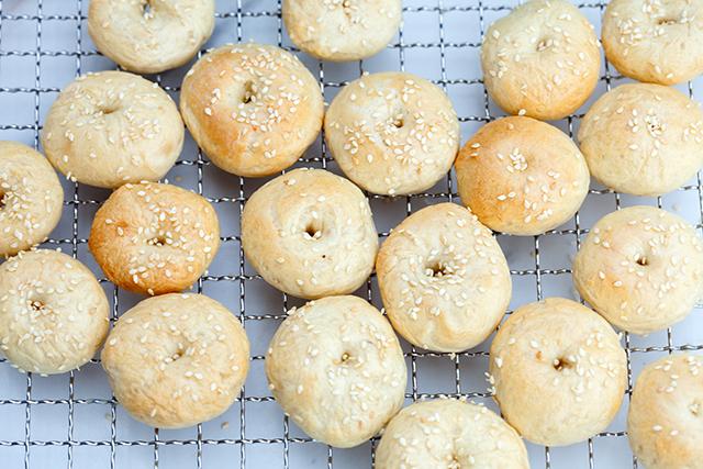 Homemade Bagel Bites   spachethespatula.com #recipe