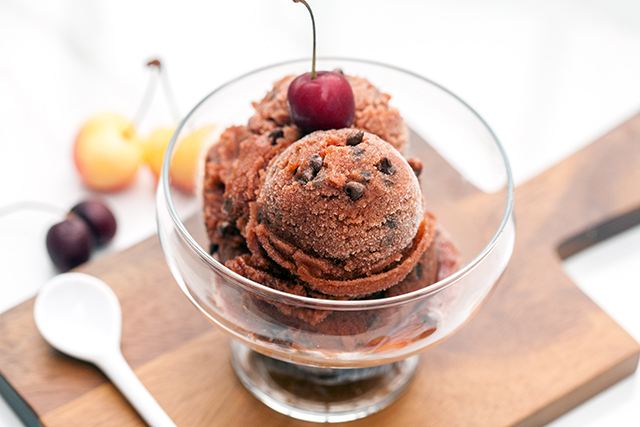 Cherry Chocolate Chip Sorbet | spachethespatula.com #recipe