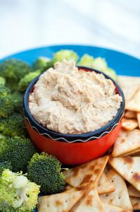 Party Perfect Microwave Hummus | spachethespatula.com #recipe