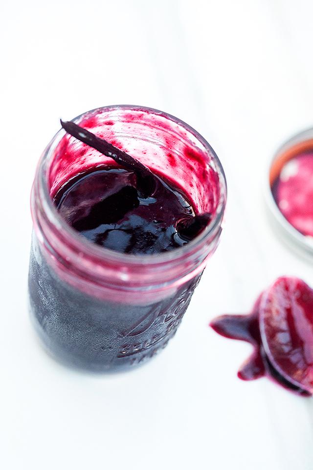 Fresh Cherry Cola Floats (with Vanilla or Chocolate Ice Cream) } spachethespatula.com #recipe