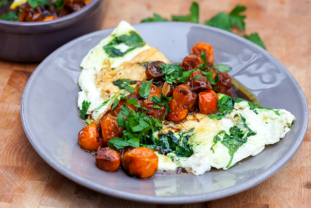 Spinach and Feta Egg White Omelette with Roasted Tomatoes | Spache the ...