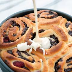 Dark Chocolate-Raspberry Sweet Rolls with Cream Cheese Icing | spachethespatula.com #recipe