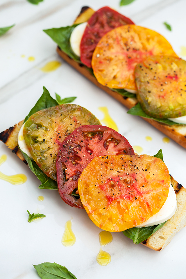 Heirloom Caprese Toasts with Truffle Salt | spachethespatula.com #recipe