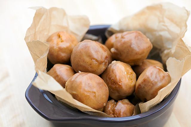 Old-Fashioned Pumpkin Spice Donuts | spachethespatula.com #recipe