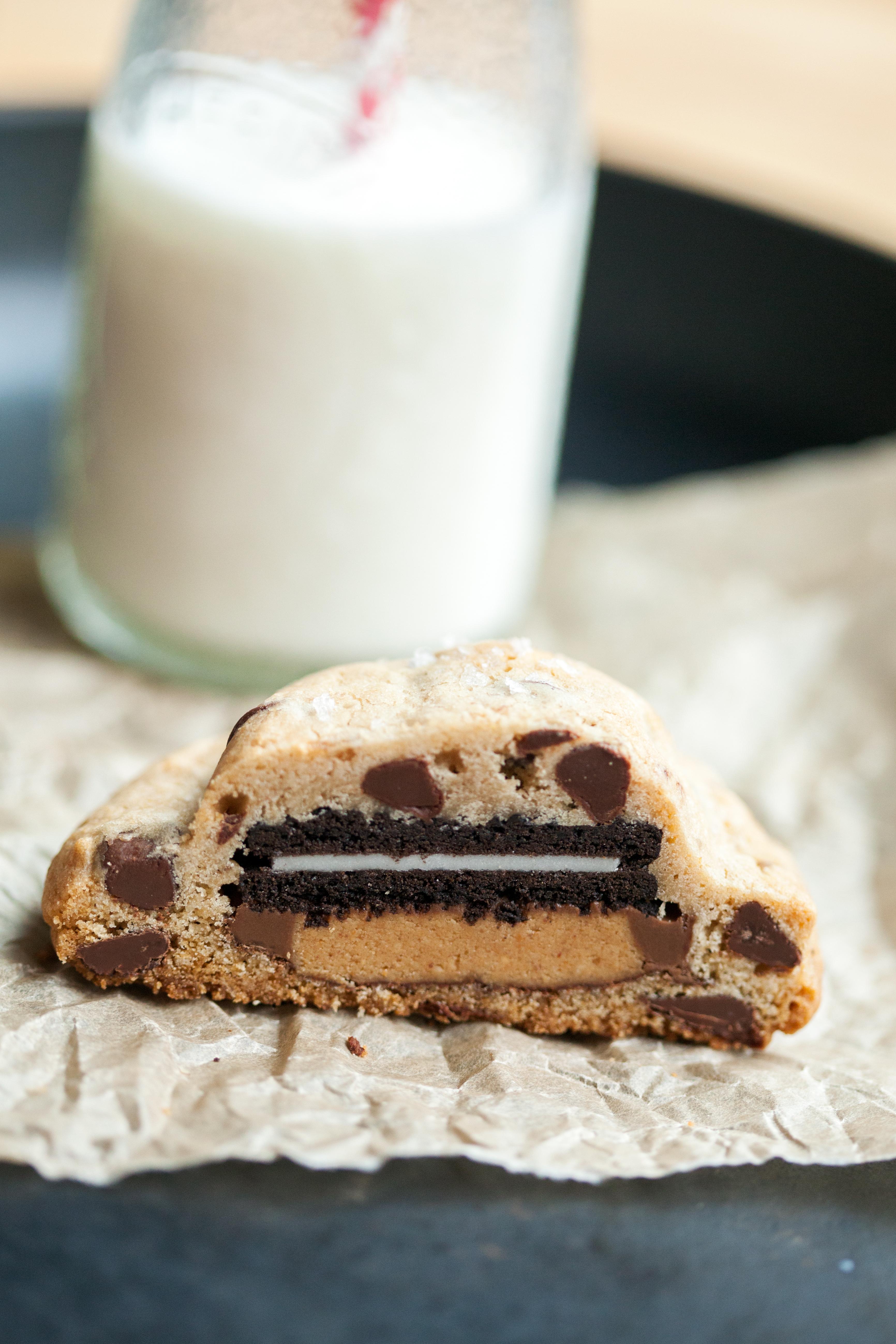 Super Stuffed Chocolate Chip Cookies | spachethespatula.com #recipe