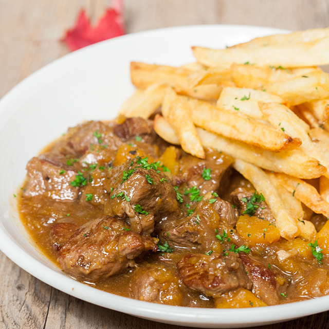 Pumpkin Beer Beef Stew with Herbed Fries | spachethespatula.com #recipe