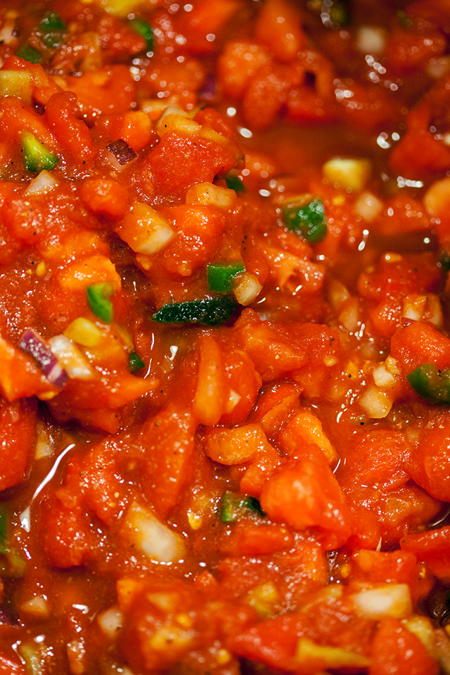 This is the best homemade salsa I've had, and it's super easy, and perfect for canning!   spachethespatula.com #recipe